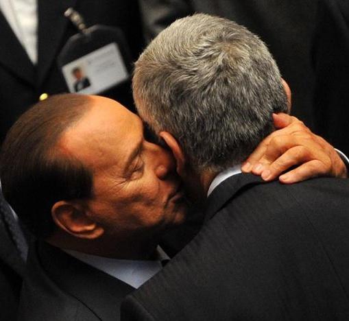 Berlusconi con el líder de la Unión de Centro. elpais.com