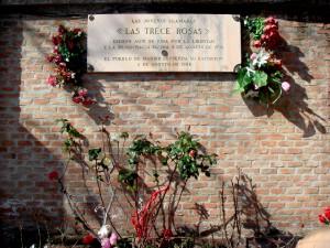 La imagen de la placa del cementerio de La Almudena (Madrid) está tomada de trecerosas.crearforo.com