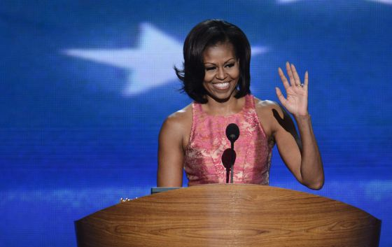 Imagen publicada en El País. Michelle Obama durante su discurso en la Convención demócrata. / TANNEN MAURY (EFE)