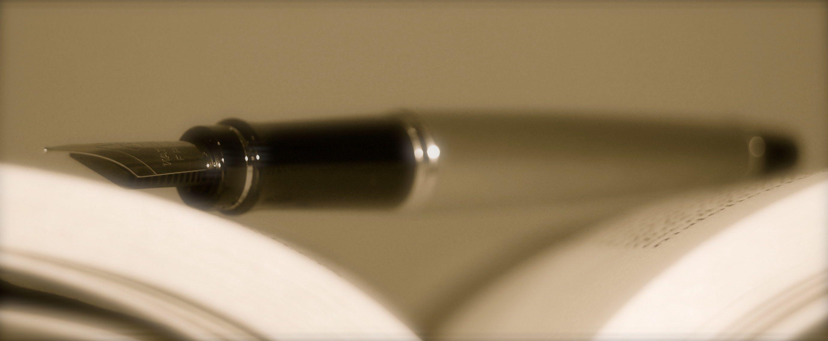 La pluma de la mano que cuenta... @anpamar