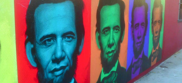Montaje callejero con las caras de Obama y Lincoln