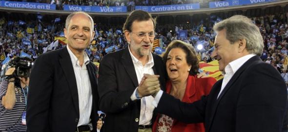 Rajoy, en un mítin con los entonces líderes del PP valenciano, incluido Francisco Camps (Fuente: Wikipedia)