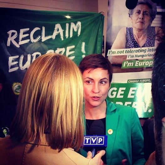 Ska Keller atendiendo a la prensa tras el debate entre los candidatos a presidir la Comisión Europea.