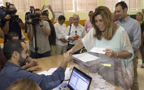 Susana Díaz vota en Sevilla, por Julio Muñoz (Efe)