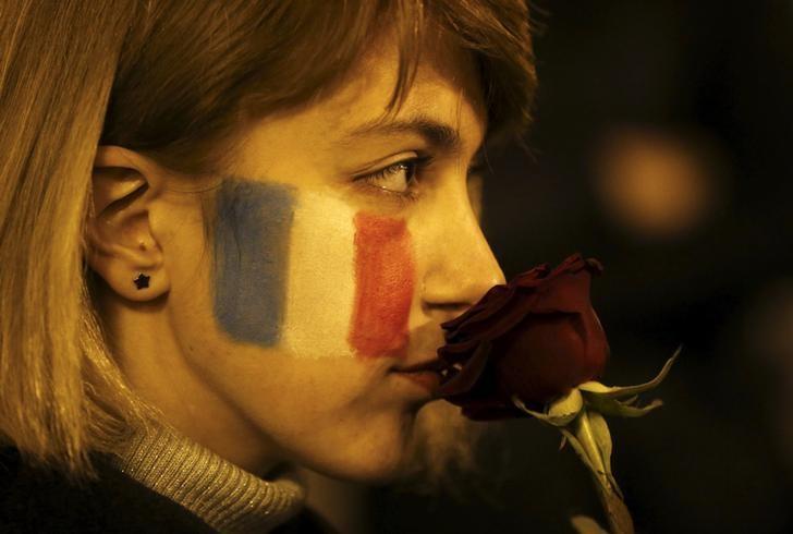 El mundo muestra su solidaridad e incrementa la seguridad tras ataques de París. REUTERS/David Mdzinarishvili