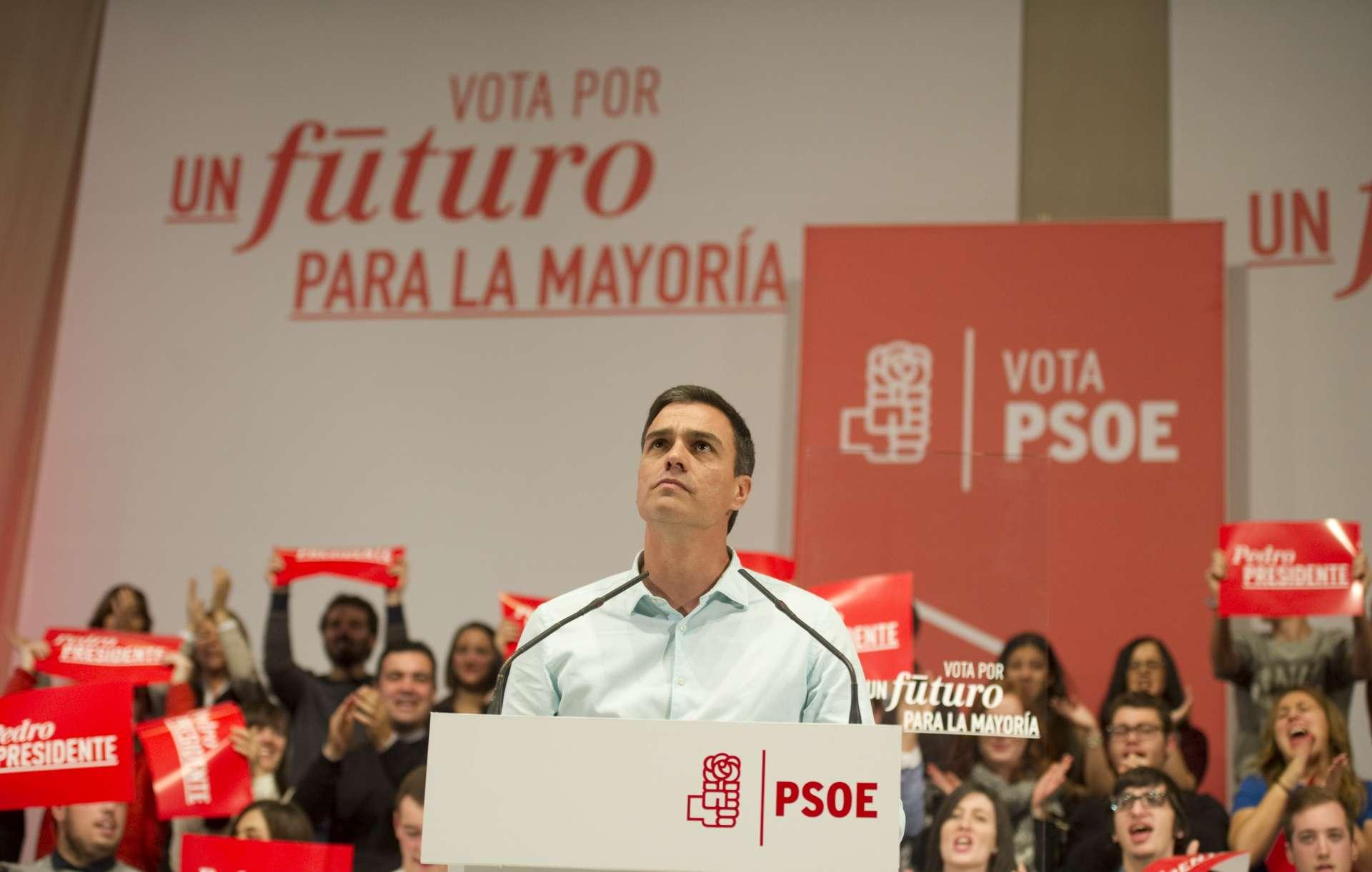 Pedro Sánchez durante un acto de campaña en A Coruña. EP
