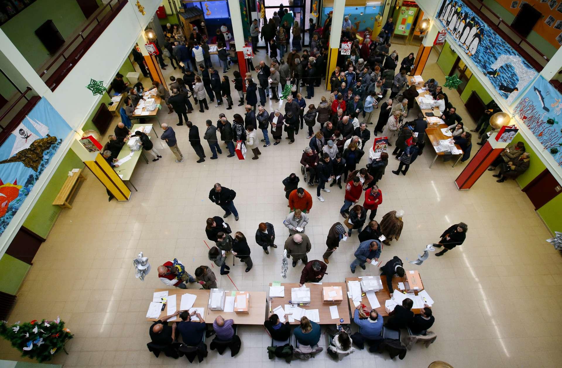 Votación en un colegio electoral de Barcelona. Albret Gea / Reuters