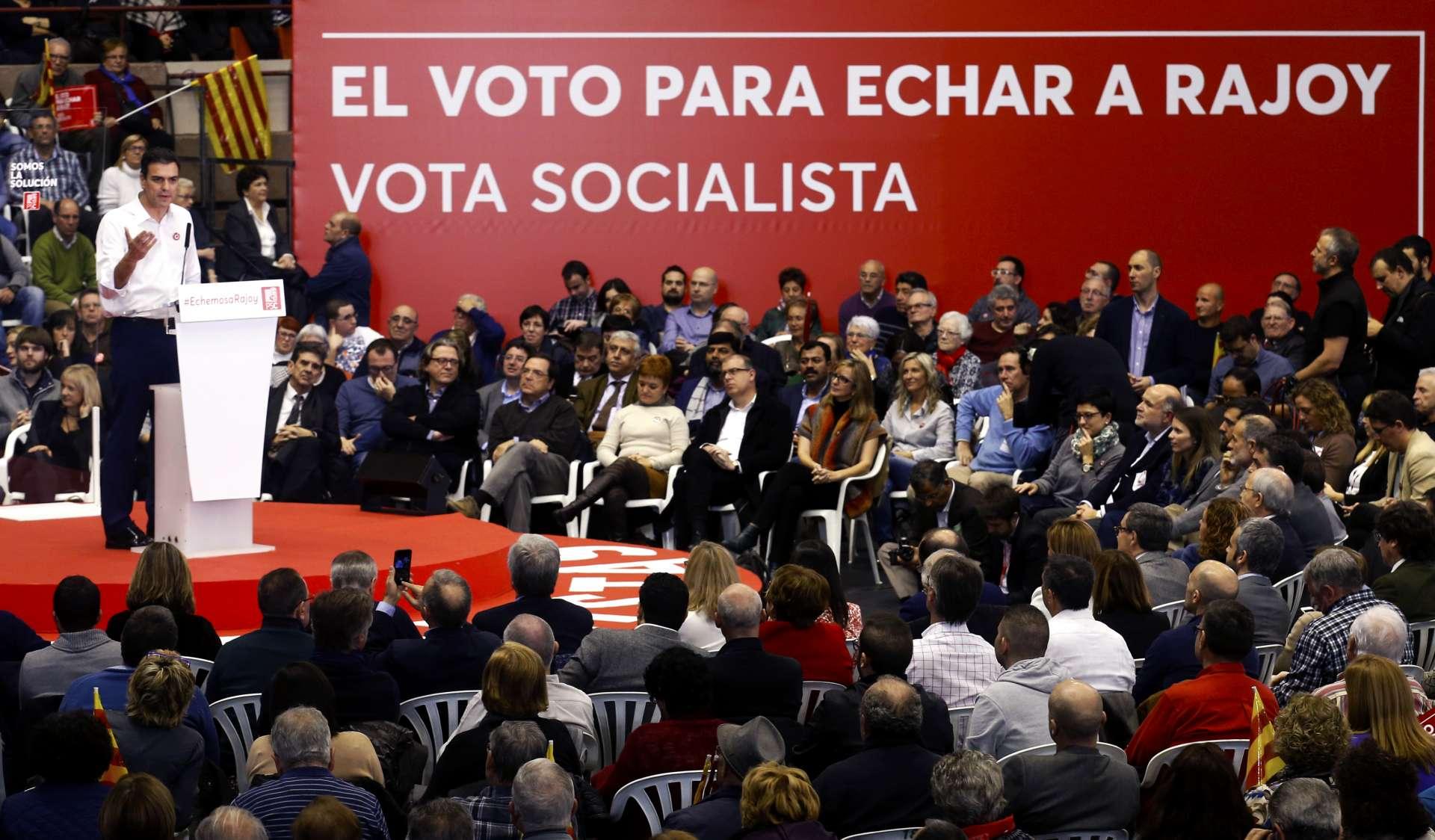 Pedro Sánchez durante el acto de cierre de campaña en Barcelona. Albert Gea. Reuters