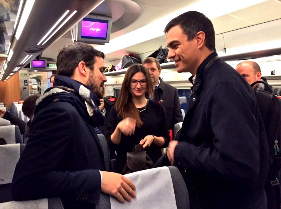 Rajoy y Sánchez se encuentran en el AVE. EP