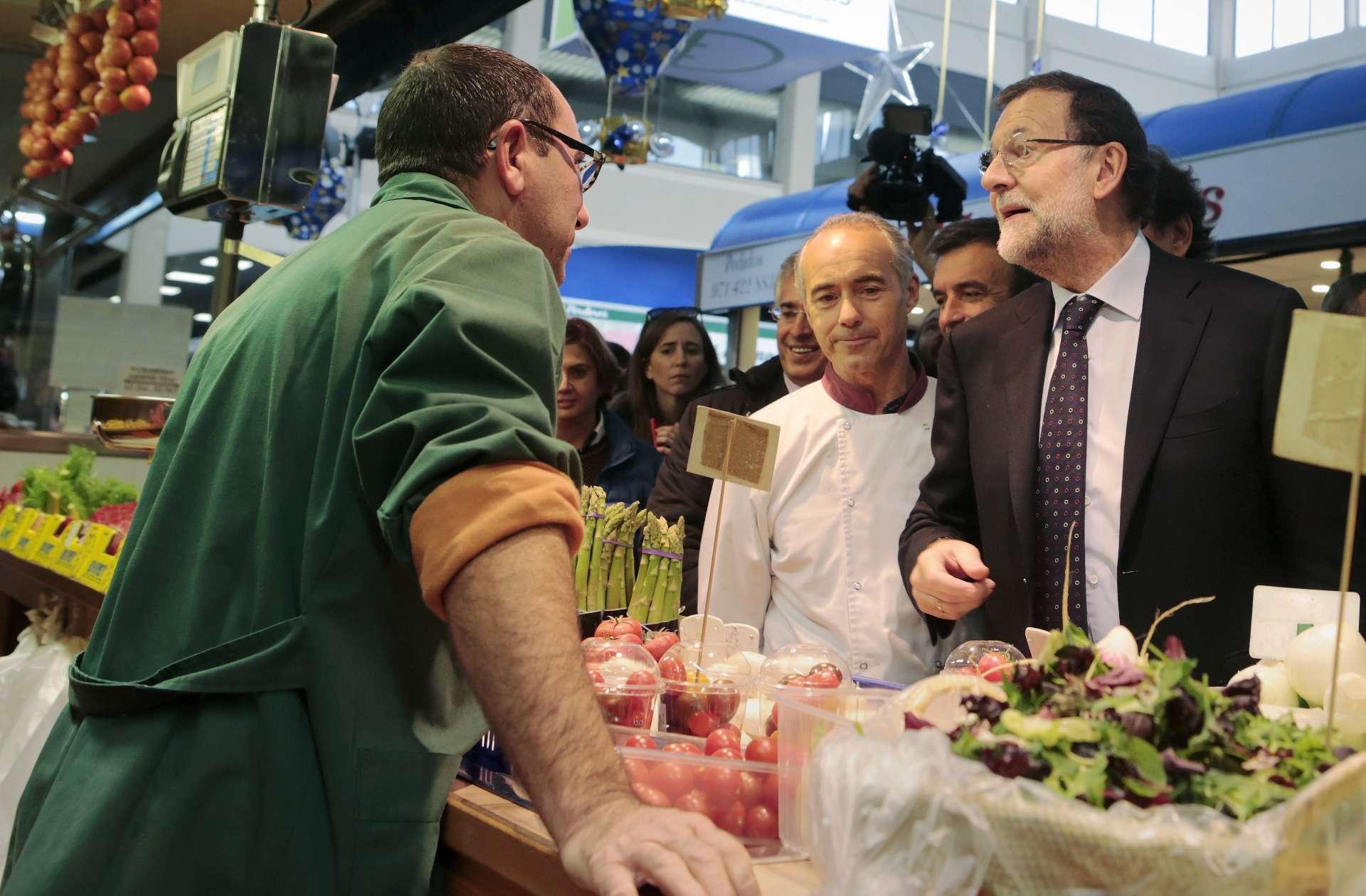 Mariano Rajoy en un mercado de Palma de Mallorca. Enrique Calvo. Reuters